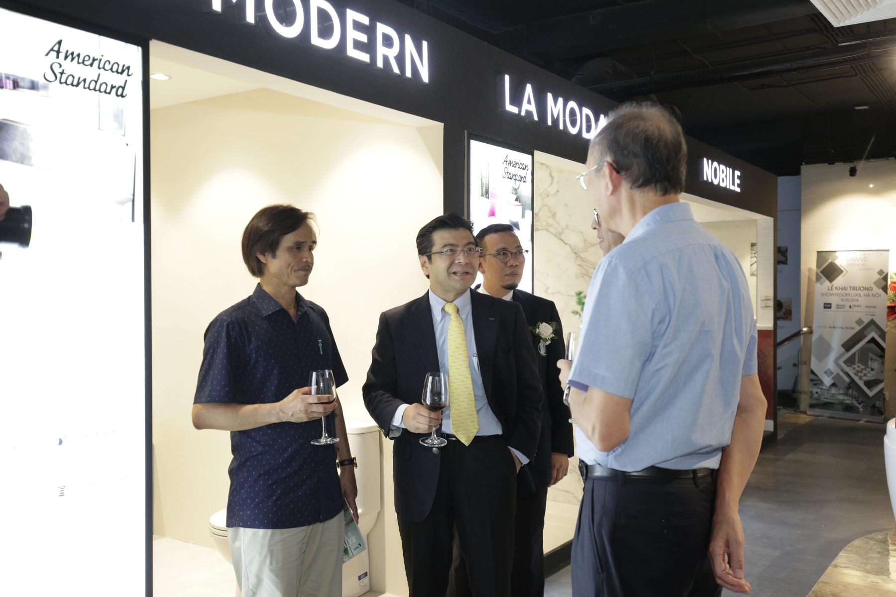 LIXIL tưng bừng khai trương Showroom Hà Nội tại 46 Bích Câu